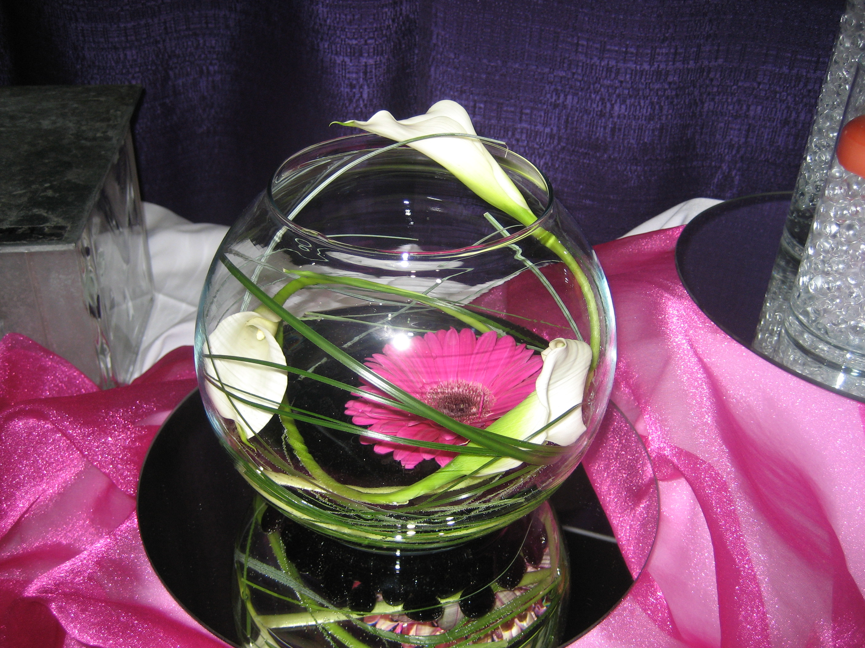 Rose bowl cwnterpiece with calla and gerber daisy