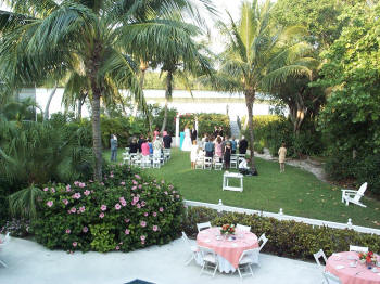 Backyard Wedding Ideas on Backyard Wedding Size Matters  The Rise Of The Small Wedding