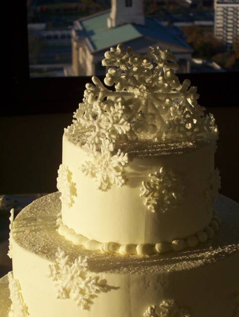 Snowflake cake for a winter wedding