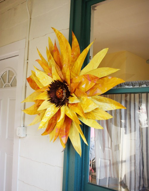 giant sunflower craft paoer painted 640 e1351871186158 Flower Friday: GIANT Paper Flowers