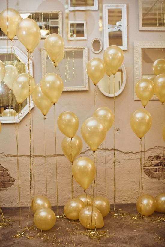 Champagne bubble balloons 5 Fun Ways to Use Balloons at Your Wedding
